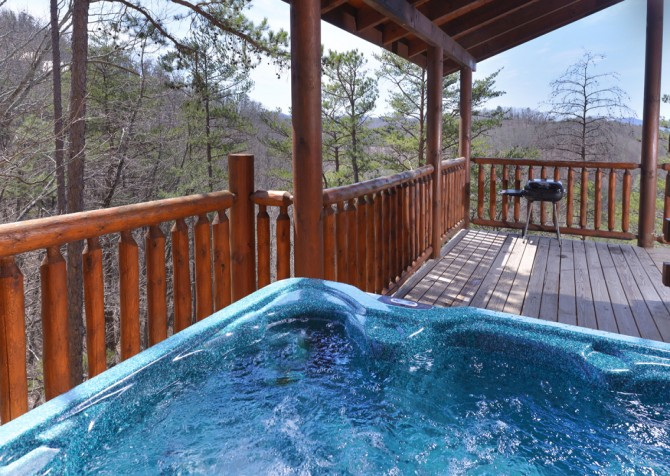 Pigeon Forge Cabin - Smoky Mountain Splash - Hot Tub