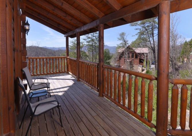 Pigeon Forge Cabin - Smoky Mountain Splash - Covered Deck