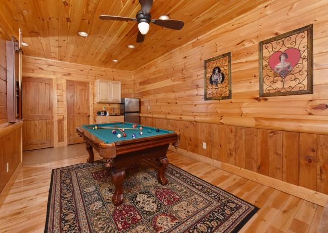 Pigeon Forge Cabin - Smoky Mountain Splash - Rec Room