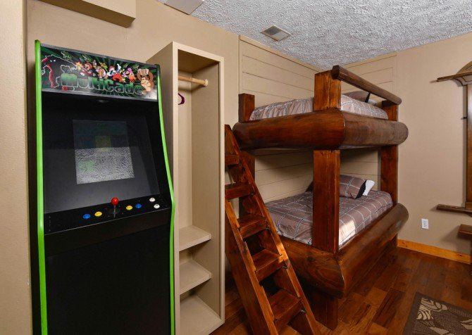 Pigeon Forge - Smoky View On the Rocks - Gameroom Bunks