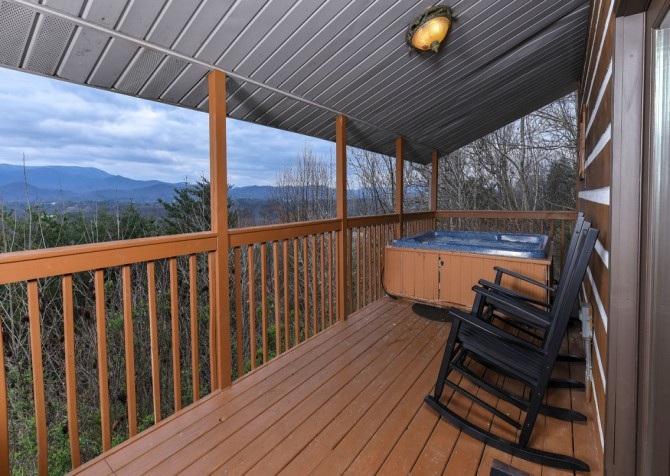 Pigeon Forge - Smoky View Straight Up - Hot Tub