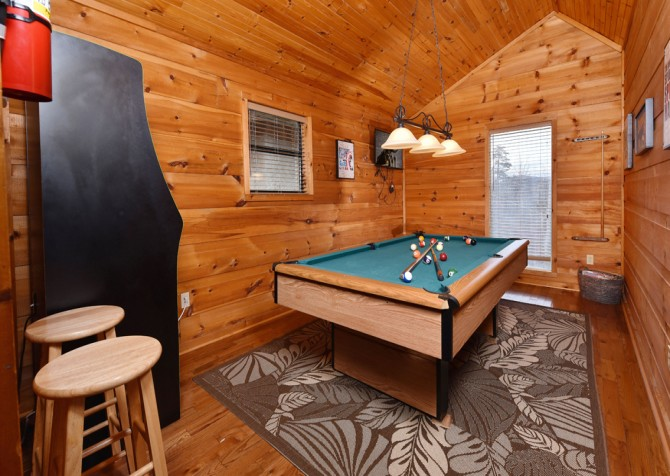 Pigeon Forge - Smoky View Straight Up - Rec Room
