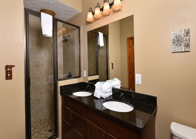 Pigeon Forge - Smoky View Top Shelf - Bathroom Two