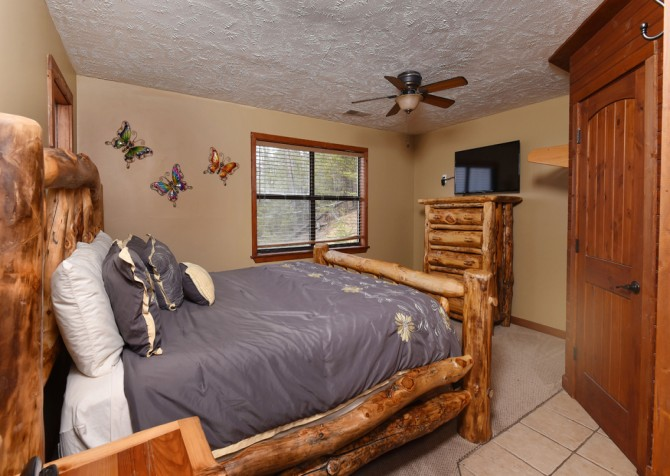 Pigeon Forge - Smoky View Top Shelf - Bedroom One TV