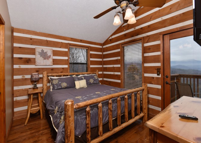 Pigeon Forge - Smoky View Top Shelf - Bedroom Three