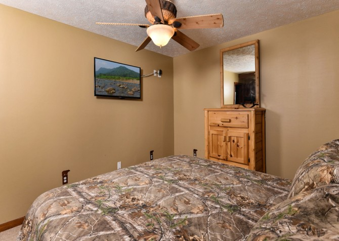 Pigeon Forge - Smoky View Top Shelf - Bedroom Two TV