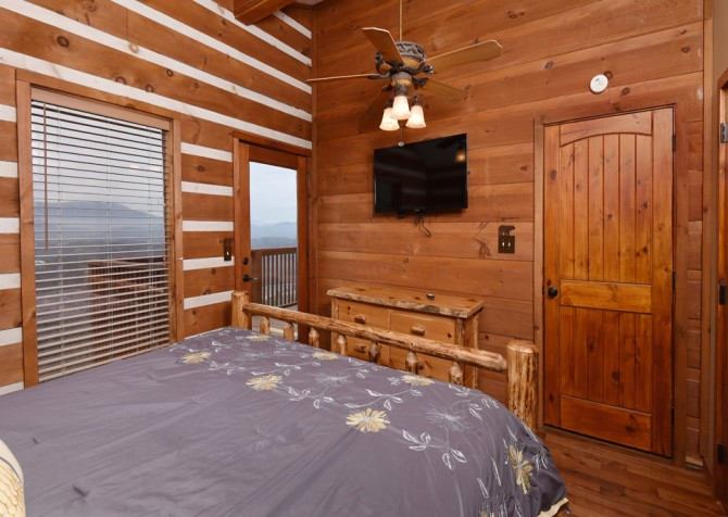 Pigeon Forge - Smoky View Top Shelf - Bedroom Three TV