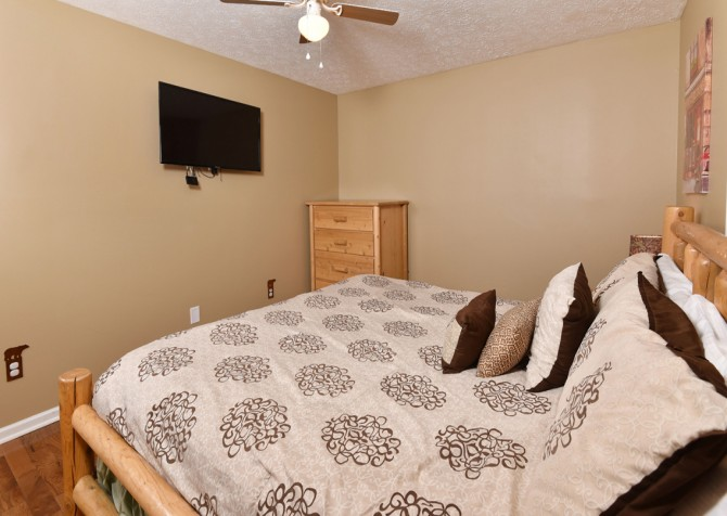 Pigeon Forge - Smoky View Top Shelf - Bedroom Four TV