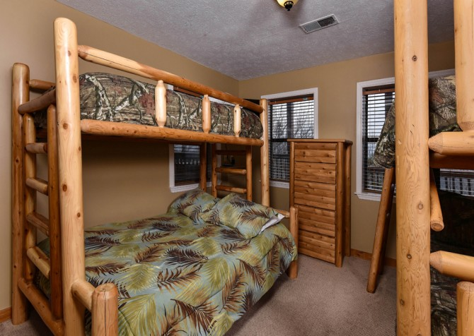 Pigeon Forge - Smoky View Top Shelf - Bedroom Four