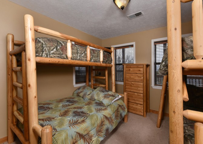 Pigeon Forge - Smoky View Top Shelf - Bedroom Six