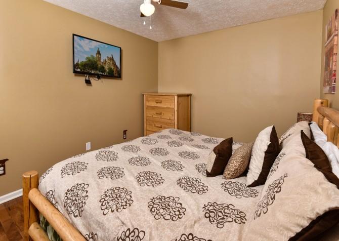Pigeon Forge - Smoky View Top Shelf - Bedroom Five TV