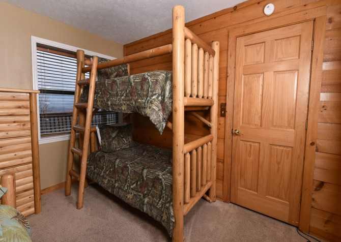 Pigeon Forge - Smoky View Top Shelf - Bedroom Six Bunk