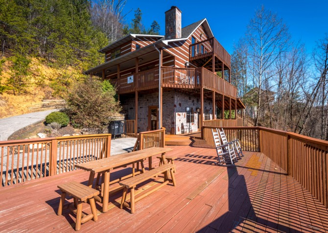 Pigeon Forge - Smoky View Top Shelf - Exterior Deck