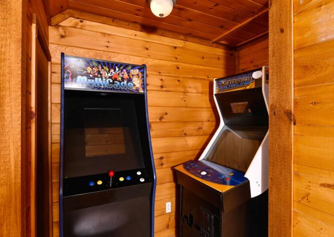 Pigeon Forge - Smoky View Top Shelf - Gameroom Arcade Games