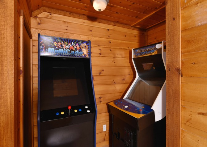 Pigeon Forge - Smoky View Top Shelf - Gameroom