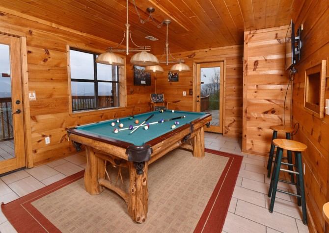 Pigeon Forge - Smoky View Top Shelf - Gameroom Pool and View