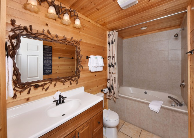 Pigeon Forge - Smoky View with a Twist - Bathroom