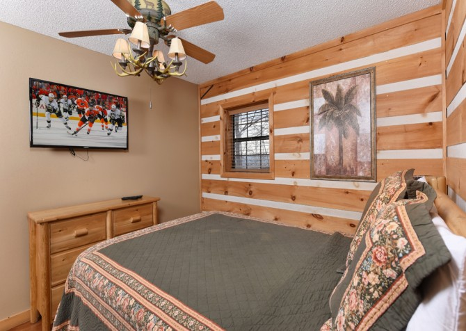 Pigeon Forge - Smoky View with a Twist - Bedroom
