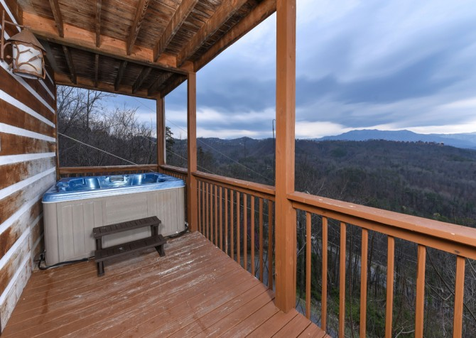 Pigeon Forge - Smoky View with a Twist - Hot Tub