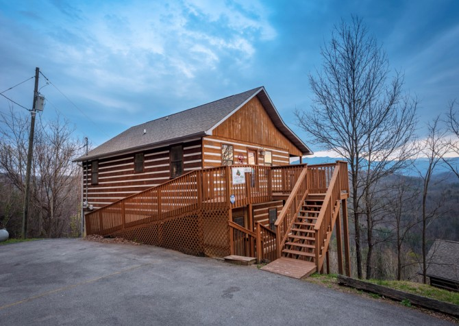 Pigeon Forge - Smoky View with a Twist - Exterior
