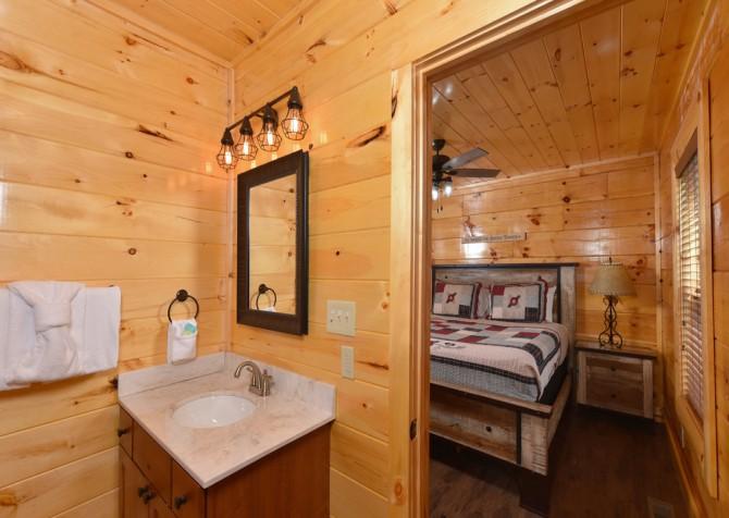 Pigeon Forge Cabin - Splash N' More - Bathroom