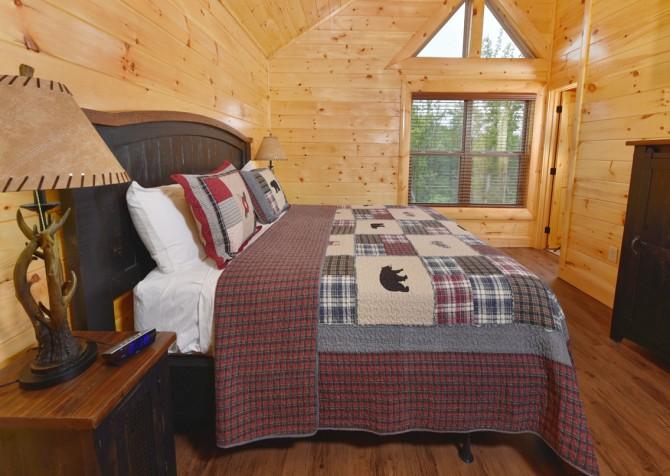Pigeon Forge Cabin - Splash N' More - Bedroom