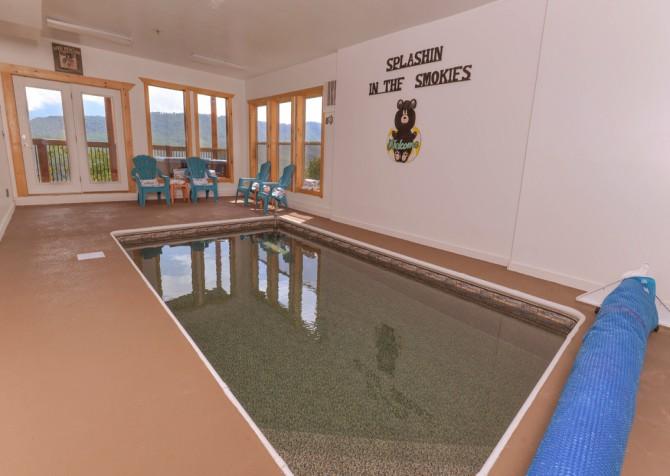 Pigeon Forge Splashin in the Smokies Indoor Pool