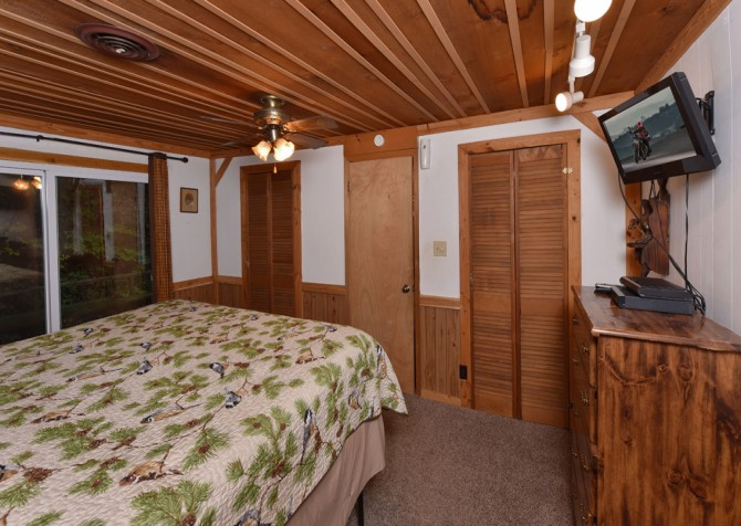 Pigeon Forge - Stonecreek Cottage - Bedroom