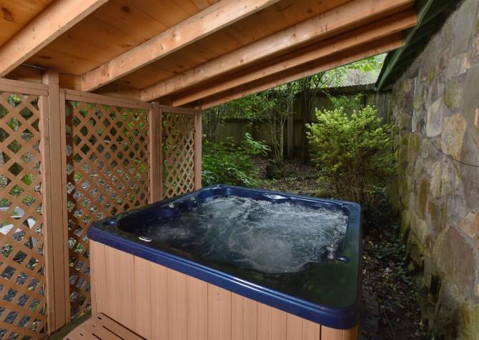 Pigeon Forge - Stonecreek Cottage - Hot Tub