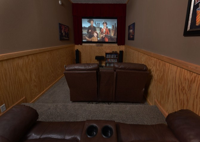 Pigeon Forge - Timber Toy - Theater Room