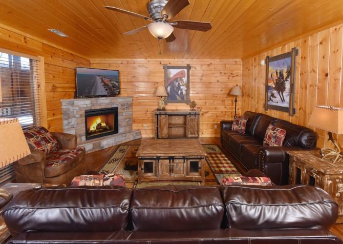 Pigeon Forge Cabin - Wild Bear Lodge – Living Room