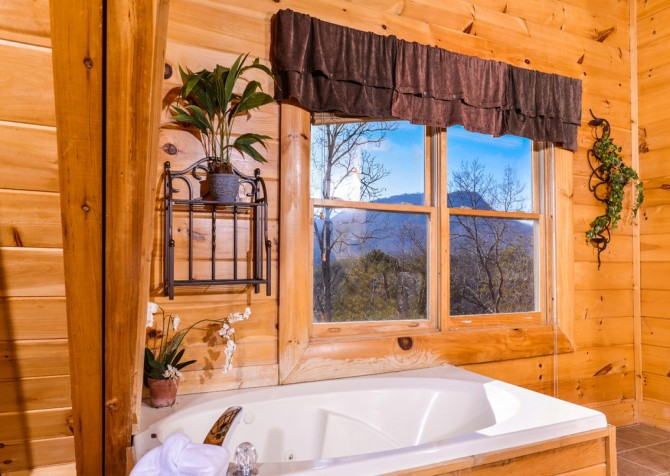 pigeon forge cabin – casa di amore – indoor jetted tub