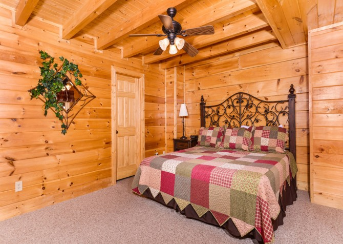 pigeon forge cabin – casa di amore – bedroom