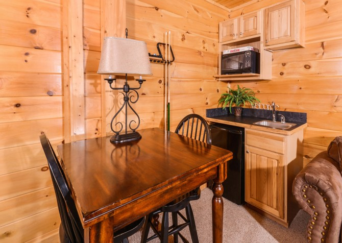 pigeon forge cabin – casa di amore – living