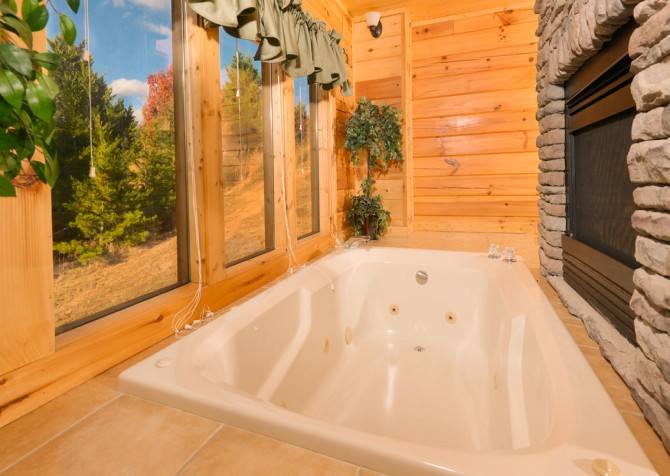 Pigeon Forge - Get Outta Dodge - Indoor Jetted Tub