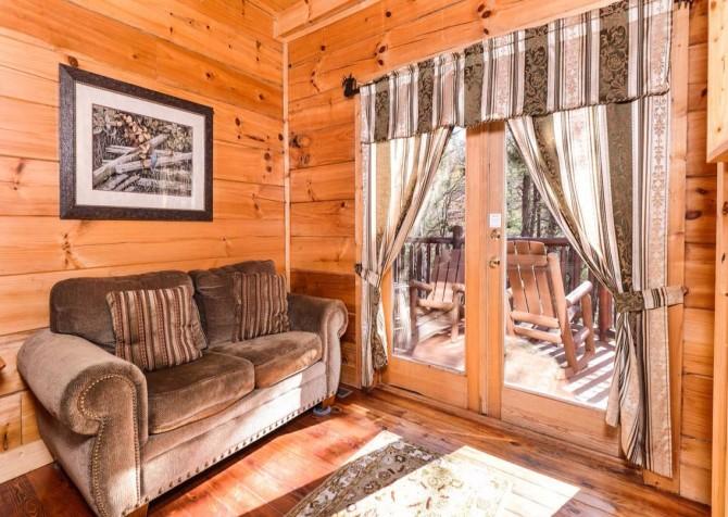 Pigeon Forge Cabin- It's Good N Da Woods Lodge – Sleeper Sofa