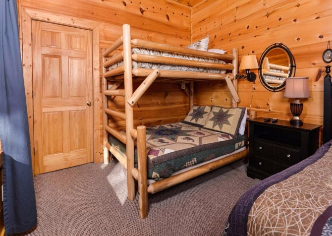 Pigeon Forge Cabin- It's Good N Da Woods Lodge – Bunkbeds