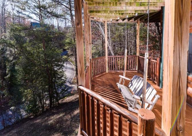 Pigeon Forge Cabin- It's Good N Da Woods Lodge – Deck Swing