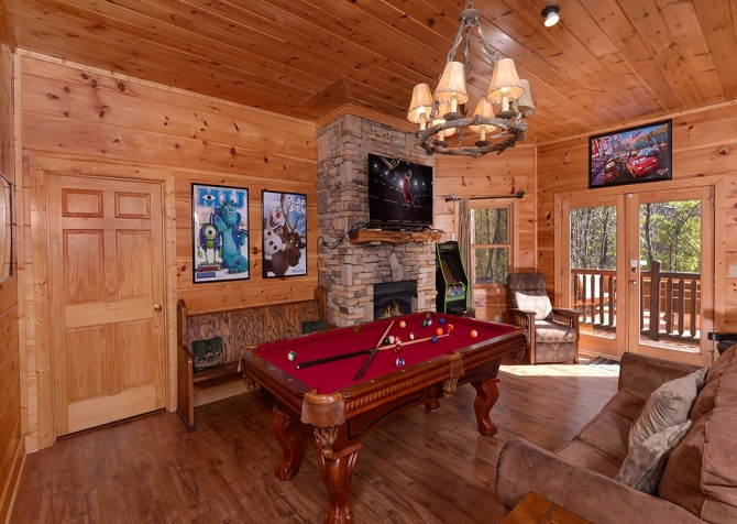 Pigeon Forge Cabin- It's Good N Da Woods Lodge – Pool Table