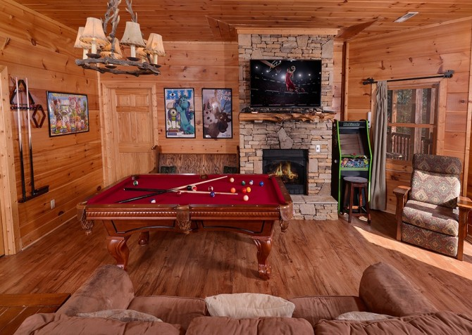 Pigeon Forge Cabin- It's Good N Da Woods Lodge – Game Room