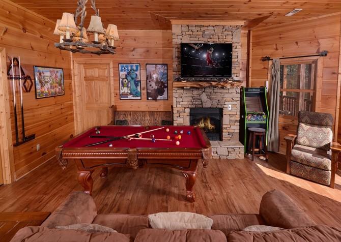 Pigeon Forge Cabin- It's Good N Da Woods Lodge – Game Room