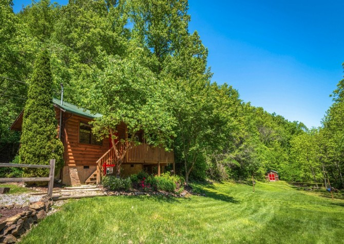 Pigeon Forge Cabin- In Green Pastures – Exterior