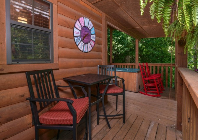 Pigeon Forge Cabin- In Green Pastures – Outdoor Hot Tub