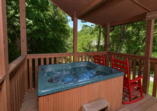 Pigeon Forge Cabin- In Green Pastures – Outdoor Hut Tub