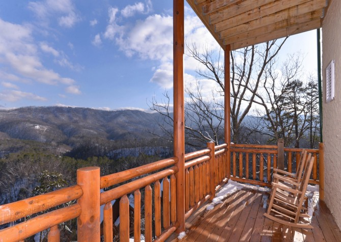 Pigeon Forge - Highland Plunge - Deck Winter View