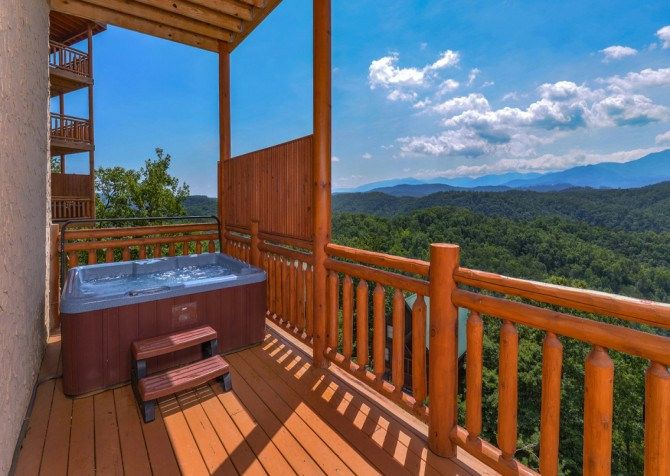 Pigeon Forge - Highland Plunge - Hot Tub