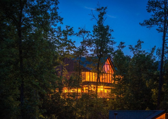 Pigeon Forge Cabin - Hillsong Heaven - Cabin Exterior Night