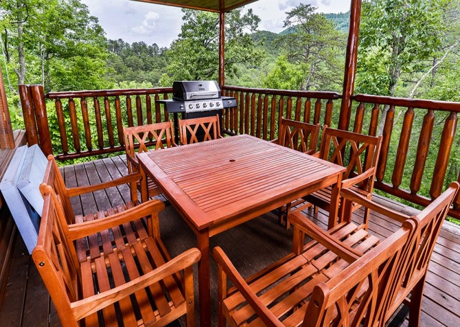 Pigeon Forge Cabin - Hillsong Heaven - Deck Table and Grill