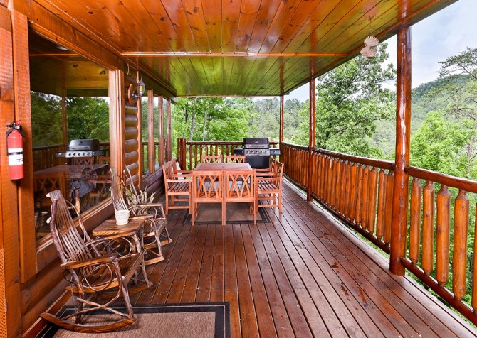 Pigeon Forge Cabin - Hillsong Heaven - Deck