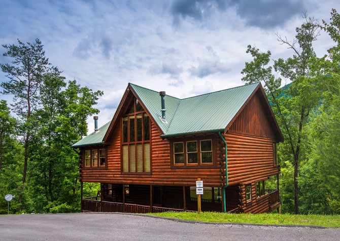 Pigeon Forge Cabin - Hillsong Heaven - Cabin Exterior